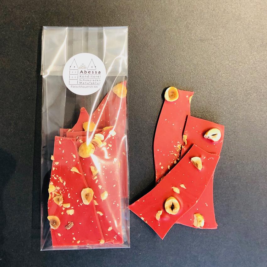 Erdbeerschokolade mit Haselnüssen aus Lübeck von Abessa