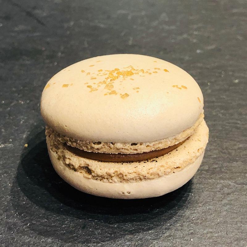 Karamell-Macaron aus der Konditorei Abessa aus Lübeck