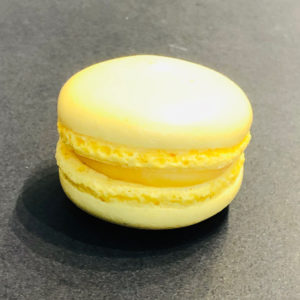 Passionsfruchtmacaron