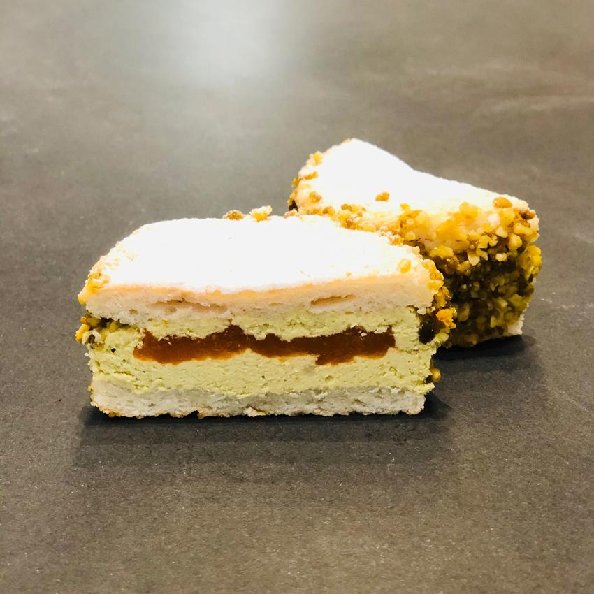 Pistazien-Aprikosentörtchen aus der Konditorei Abessa aus Lübeck