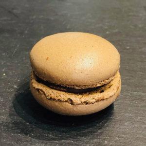 Schoko-Macaron aus der Konditorei Abessa aus Lübeck