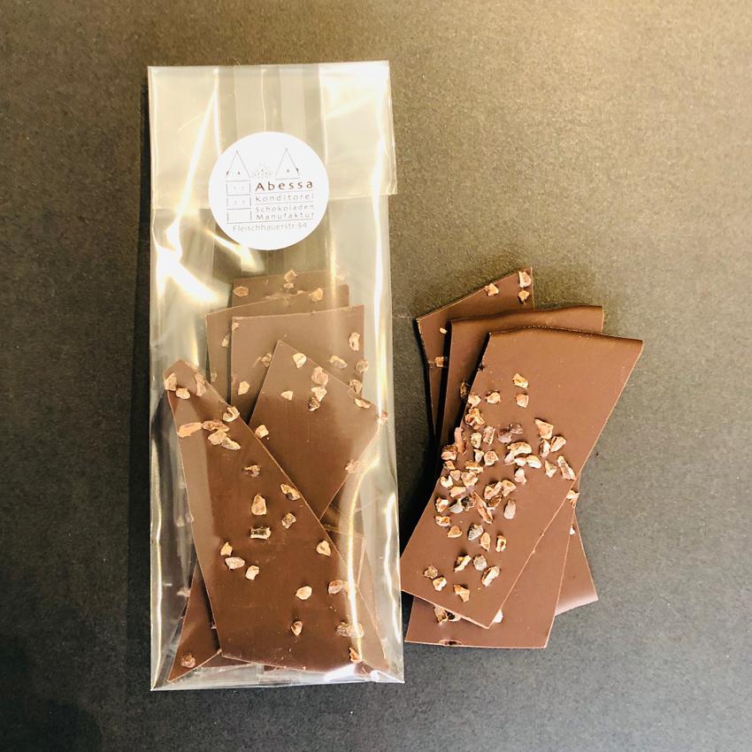 Zartbitterschokolade 60% mit Kakaobohnennibs von Abessa aus Lübeck